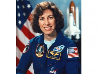 Ellen Ochoa biography, birth date, birth place and pictures