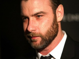 Liev Schreiber biography, birth date, birth place and pictures