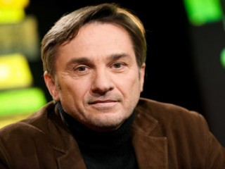 Marc dugain biography birth date birth place and pictures - Analyse la chambre des officiers marc dugain ...