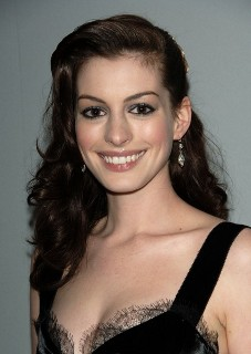 Anne Hathaway gets 500-calories per day diet and cuts off her long hair for Les Miserables