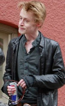 Home Alone actor Macauley Culkin denies drugs and heroin abuse biography