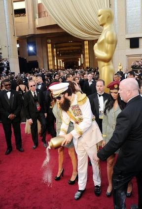Sacha Baron Cohen stunts at 2012 Oscars dressed up like \'The Dictator\' biography