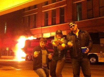 Jerrod Niemann\'s tour bus busts on fire after Chattanooga charity show